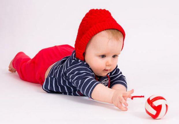 Коли дитина повзає, у нього закладаються навички просторової орієнтації. А від неї в свою чергу будуть залежати потім і здатність правильно і красиво