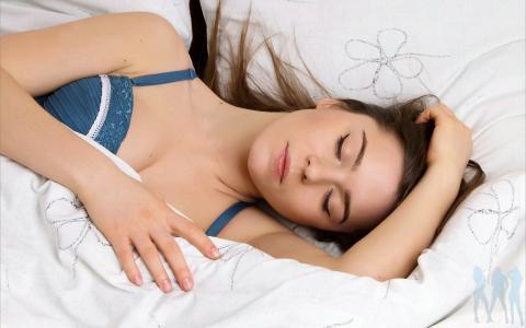 Дуже часто першою ознакою вагітності стають підвищена стомлюваність і сонливість. Головна умова - забезпечення хорошого відпочинку. Прислухайтеся до с