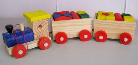 Іграшки з дерева стали популярними останнім через через те, що є натуральними та якісними.