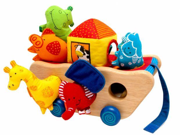 Які іграшки будуть корисними малюкові в перший рік його життя? Про це далі