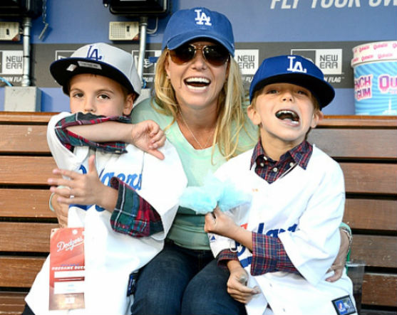У Брітні Спірс два прекрасних синочки - Джейден Джеймс і Шон Престон Федерлейн. Який же одяг для них підбирає зіркова матуся?