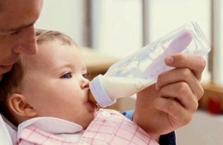 Сьогодні влада Венесуели розгляне питання про заборону використання спеціальних пляшок для годування немовлят, повідомляють латиноамериканські ЗМІ.