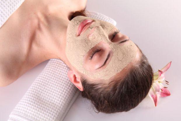 Дріжджі, на відміну від поширеного міфу, допоможуть покращити стан шкіри, волосся, а також позбавити вас задавнених проблем, як от акне або сліди від