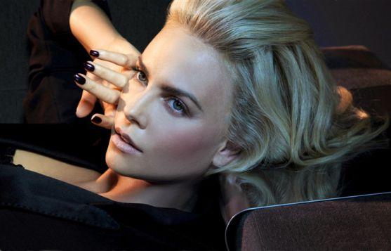 Нещодавно актриса відсвяткувала свій 38-ий день народження, але вона й досі залишається такою ж красивою та неперевершеною, як і раніше.