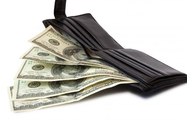 Є кольори, що впливають на ефективність аксесуара. Наприклад, червоний гаманець гарантовано буде залучати кошти. Ідеально, якщо це буде модель з лаков