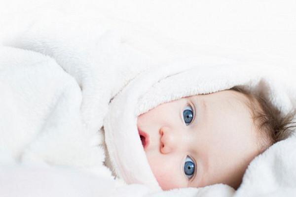 У холодний період у новонароджених і дітей відзначається зростання захворюваності на ГРВІ та інфекційних ринітом. Це пов'язано з сезонним підвищенням