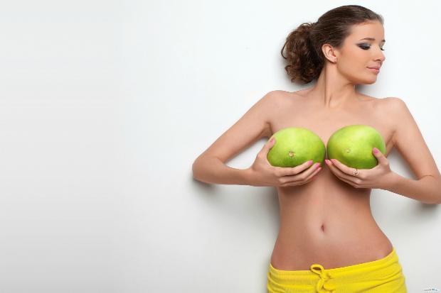8 причин, чому чоловіки так люблять жіночі груди