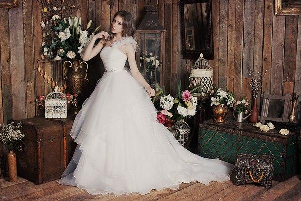 У моді знову пишні весільні сукні (Фото) 9bd96fda2eda1