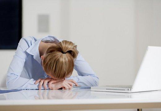 darbs-birojs-stress-nogurums-dators-sieviete-depresija-43684025.jpg (19.42 Kb)