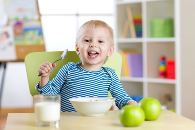Взимку потрібен певний підхід до дитячого харчування. Повідомляє сайт Наша мама.