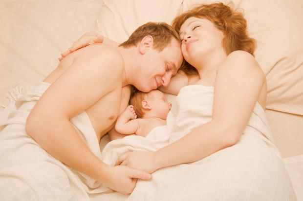 Про спільний сон та його наслідки розповідає головний педіатр країни. Повідомляє сайт Наша мама.