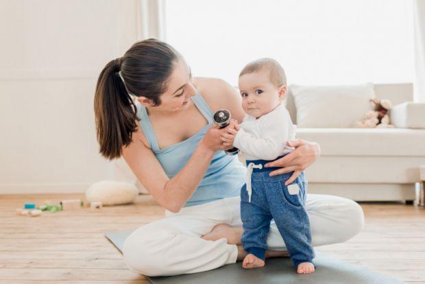 З 4-15 місяців ваша дитина йде від вивчення того, як сидіти і ходити по будинку самостійно. У це захоплююче час ви можете допомогти дитині набути впев