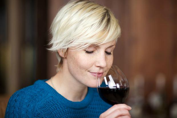 ТОП-4 причини випити келих вина перед сном