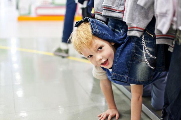 На жаль, неприємної ситуації з розбитим товаром у магазині іноді можна не уникнути, особливо якщо винуватець - ваш малюк. Як правильно діяти?