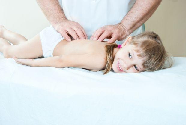 Проблеми із хребтом - нова епідемія серед сучасних дітей.Як вчасно їх попередити?