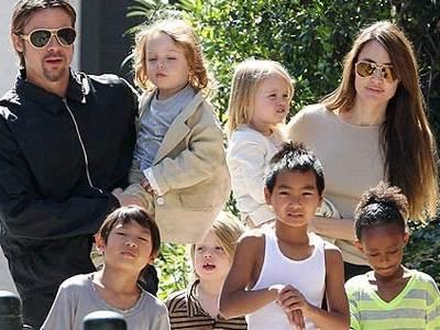Знаменита акторка і багатодітна матуся все більше часу приділяє своїм малюкам.