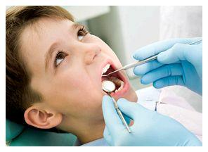 Дворічний малюк із зруйнованими карієсом зубами в кабінеті стоматолога вже не рідкість. Сьогодні дорослі захворювання зубів дуже молодіють.
