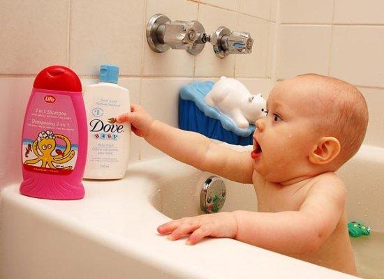 Для багатьох молодих батьків одним із найбільш важких завдань є підібрати правильну косметику по догляду за малюком. Та що означає це поняття. Звісно,