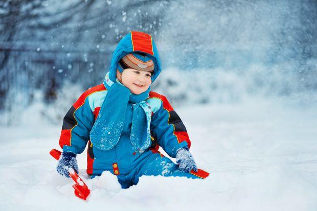 Идеальная детская зимняя одежда должна быть в первую очередь теплой, легкой и удобной. И, конечно, недорогой, ведь маленькие непоседы растут очень быс
