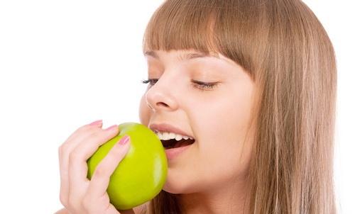 Щоб швидко та ефективно схуднути. замало лише сили волі, треба правильно харчуватися. Спеціалісти рекомендують внести у свій раціон 10 продуктів, які