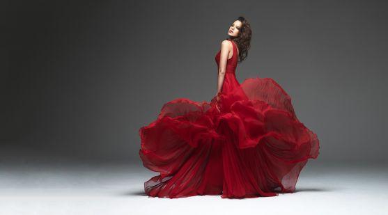 Червоний колір використовували ще стародавні слов'яни в любовній магії для залучення партнера, в захисних ритуалах від хвороби, злих духів, в обрядах