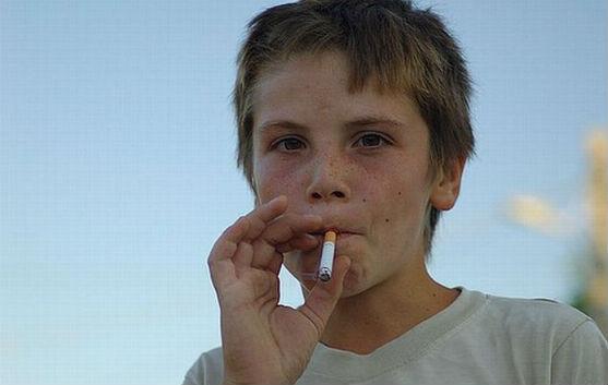 Часто дорослі дають своїм поганим звичкам дитячі виправдання. Вважають, що їх куріння має об'єктивні причини. Поглянути на себе збоку та зрозуміти пси