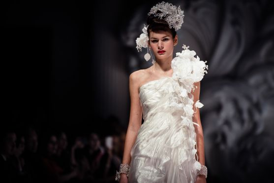 dramatic-bridal-couture-yumi-katsura-2013-wedding-dress-6_original.jpg