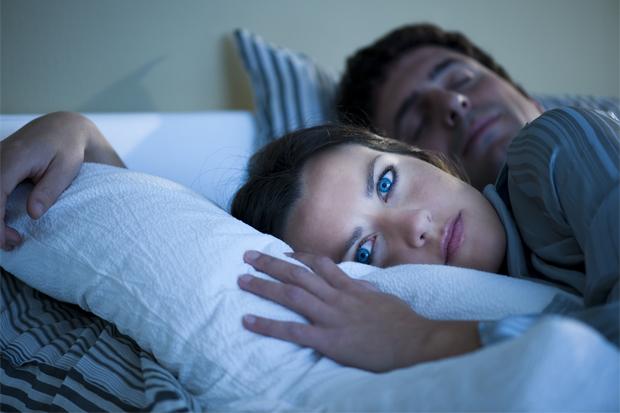 Яскраве світло від монітора може стати причиною порушень засипання і тривалості сну.