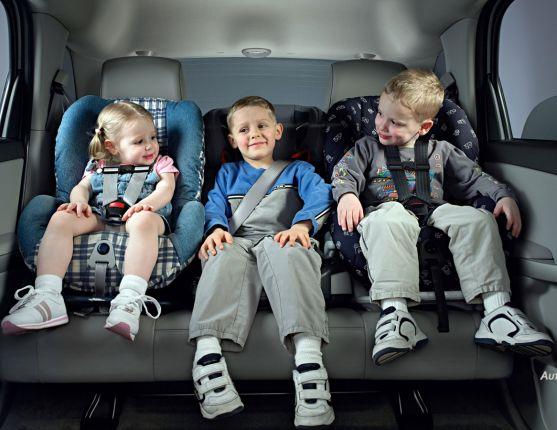 Звичайно, батьки не можуть весь час приділяти багато уваги дітям, особливо коли вони на відпочинку чи просто гуляють на вулиці.