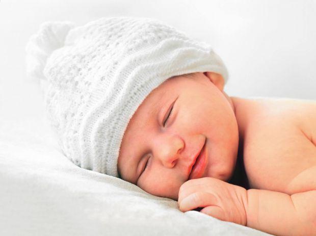 Ви здивуєтесь, але малюки можуть обходитися без подушок до кількох років! Повідомляє сайт Наша мама.