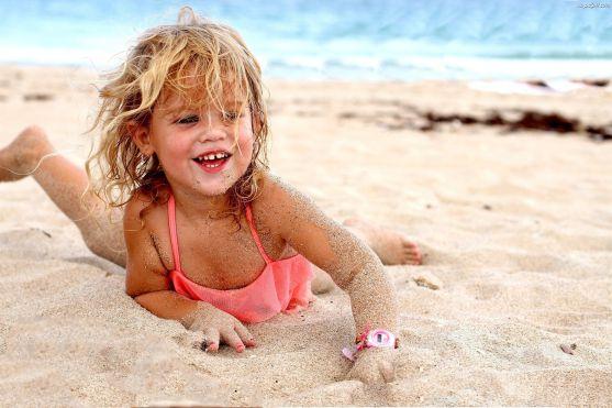 Діти завжди потребують особливого догляду, тим більше коли ви знаходитеся на морі. Небезпека чатує всюди: вода, медузи, щось в піску, тощо. Ось кілька