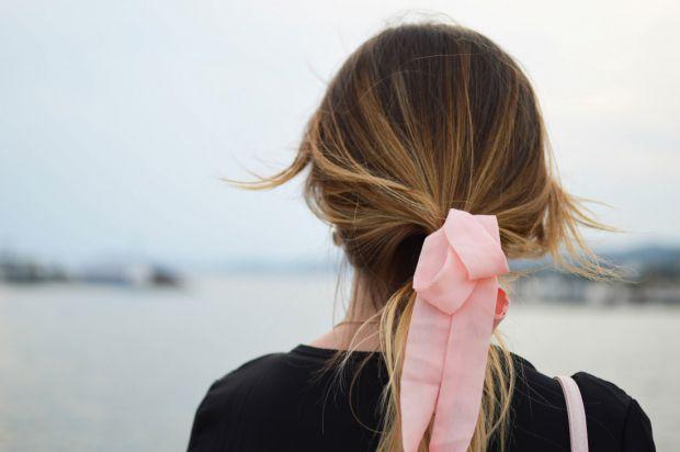 Прості поради допоможуть вирішити питання посічених кінчиків волосся, повідомляє сайт Наша мама.