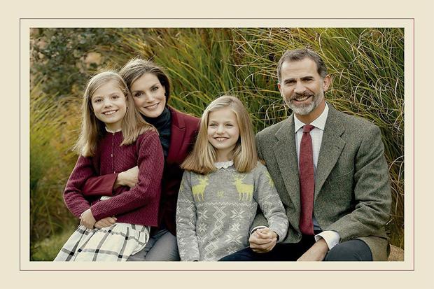 Цього року усе сімейство вирішило привітати своїх підданих зі святом! Повідомляє сайт Наша мама.
