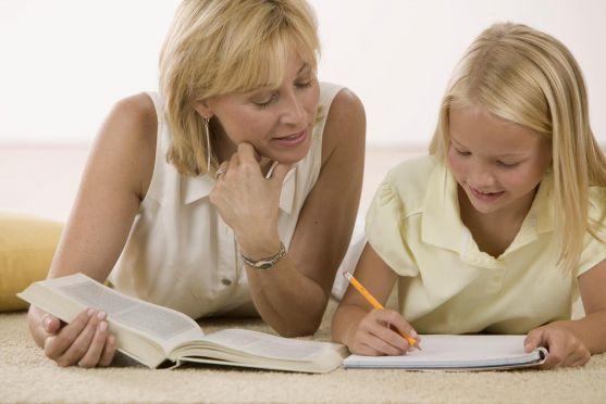 Як правильно поводитися батькам, коли дитина відстає у навчанні? Це доволі тонкий процес, адже у дитини може зникнути бажання вчитися, якщо ви правиль