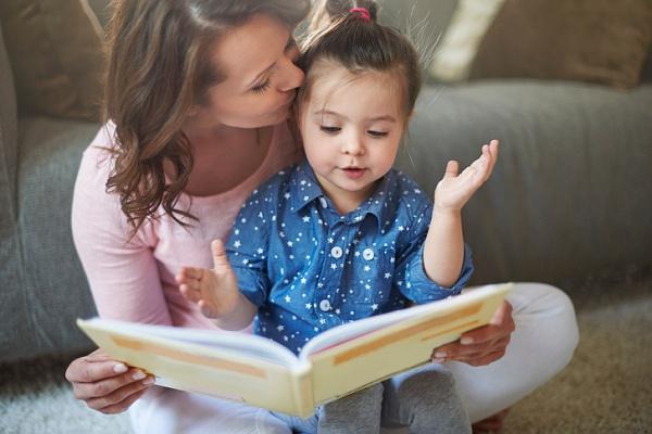 Нерідко щасливі батьки називають свого малюка незвичайним, екзотичним ім'ям. Чи варто це робити?