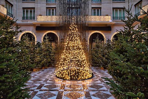 electricbulbxmastree01.jpg