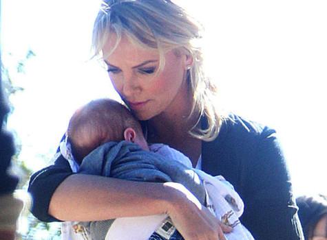 Голлівудській красуні і молодій матуся виповнилося 38 років. Свій день народження вона відсвяткувала із прийомним сином.