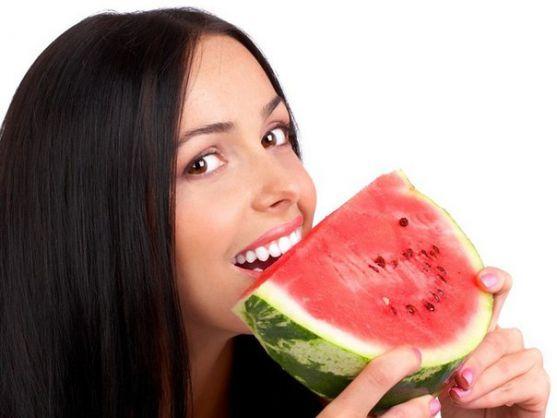 Кавун - не лише смачна ягода, а й корисний продукт. Якщо Ви часто вживатимете його, то збагатите свій організм вітамінами та виведете з нього всі шкід