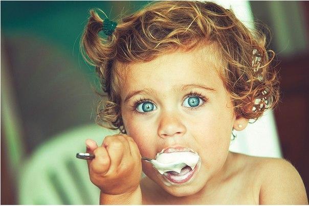 Багатьох батьків цікавить, чи можна розігрівати їжу дитині у мікрохвильовці?Наскільки це корисно чи, навпаки, шкідливо?