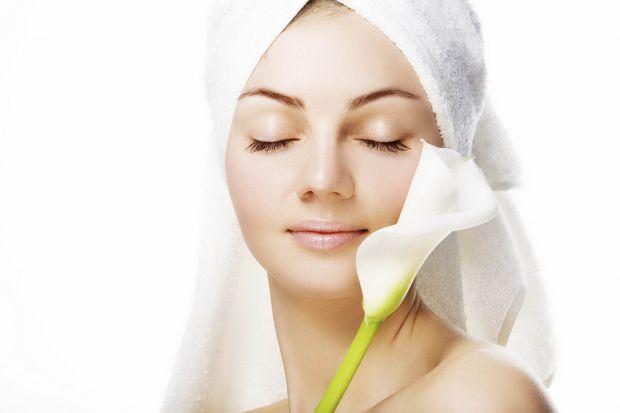 Ні для кого не секрет, що навесні часто жінок турбують проблеми із шкірою обличчя - після холодної зими вона суха та в'яла. Що з нею робити?