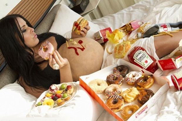 Є продукти харчування, які гостро потрібні організмам жінки і дитини, а є, навпаки, ті, що можуть завдати шкоди. Нижче наведені основні з них, від яки