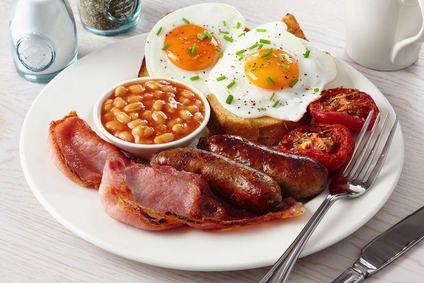 У фахівців є різні погляди на те, яким має бути сніданок для того, щоби жінка могла тримати себе у формі, але основним, кажуть медики, повинна бути са