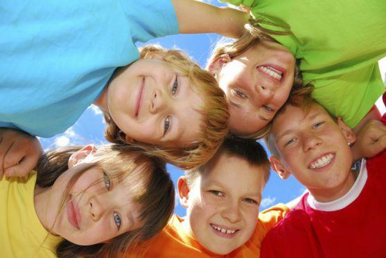 Літнє оздоровлення має включати в себе насамперед щоденні прогулянки, ігри і спортивні заняття.