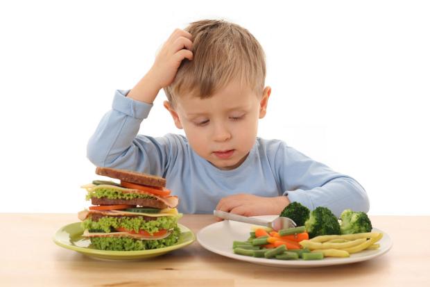 Ні б поїдати кілограмами сиру моркву і парові котлети, запиваючи мінералкою без газу! На жаль, ці маленькі телепні воліють
