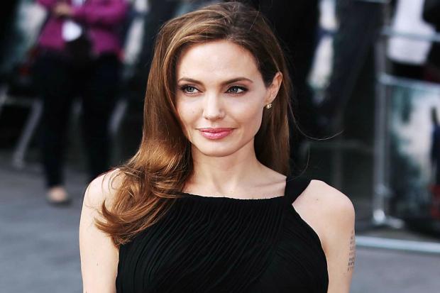 girls_movie_actress_angelina_jolie_058888_.jpg (103.51 Kb)