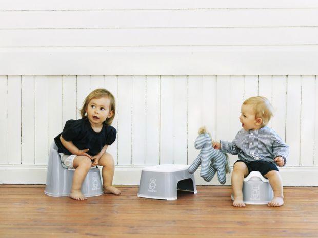 Привчати дитину до горщика дуже відповідальне та часто важке завдання. Батьки намагаються зробити це до першого року, щоб не витрачати на памперси зав