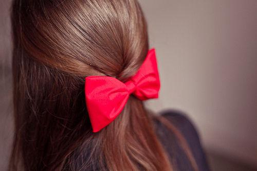 Косметологи і дієтологи попереджають дам, що через неправильне харчування, стреси багато жінок стикаються з проблемою випадіння волосся і ламкими нігт