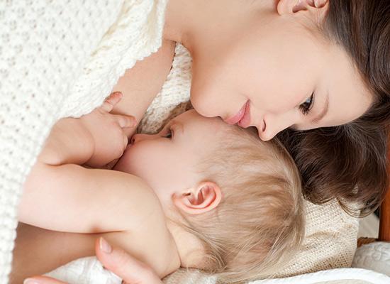 Нещодавно американські вчені провели важливе дослідження. Вони виявили, що взаємозв'язок матері і дитини контролюється гормоном окситоцином. Він, крім