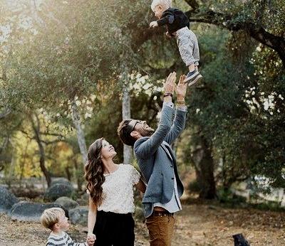 Як вести себе мамі у ситуації, коли дитина ні на крок не відпускає її від себе?