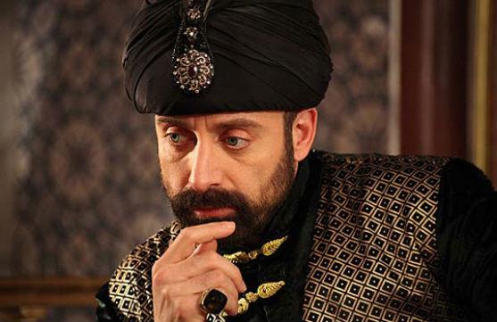 Один із найвисокооплачуваніших акторів Туреччини відпочиває із сім'єю на морі.
